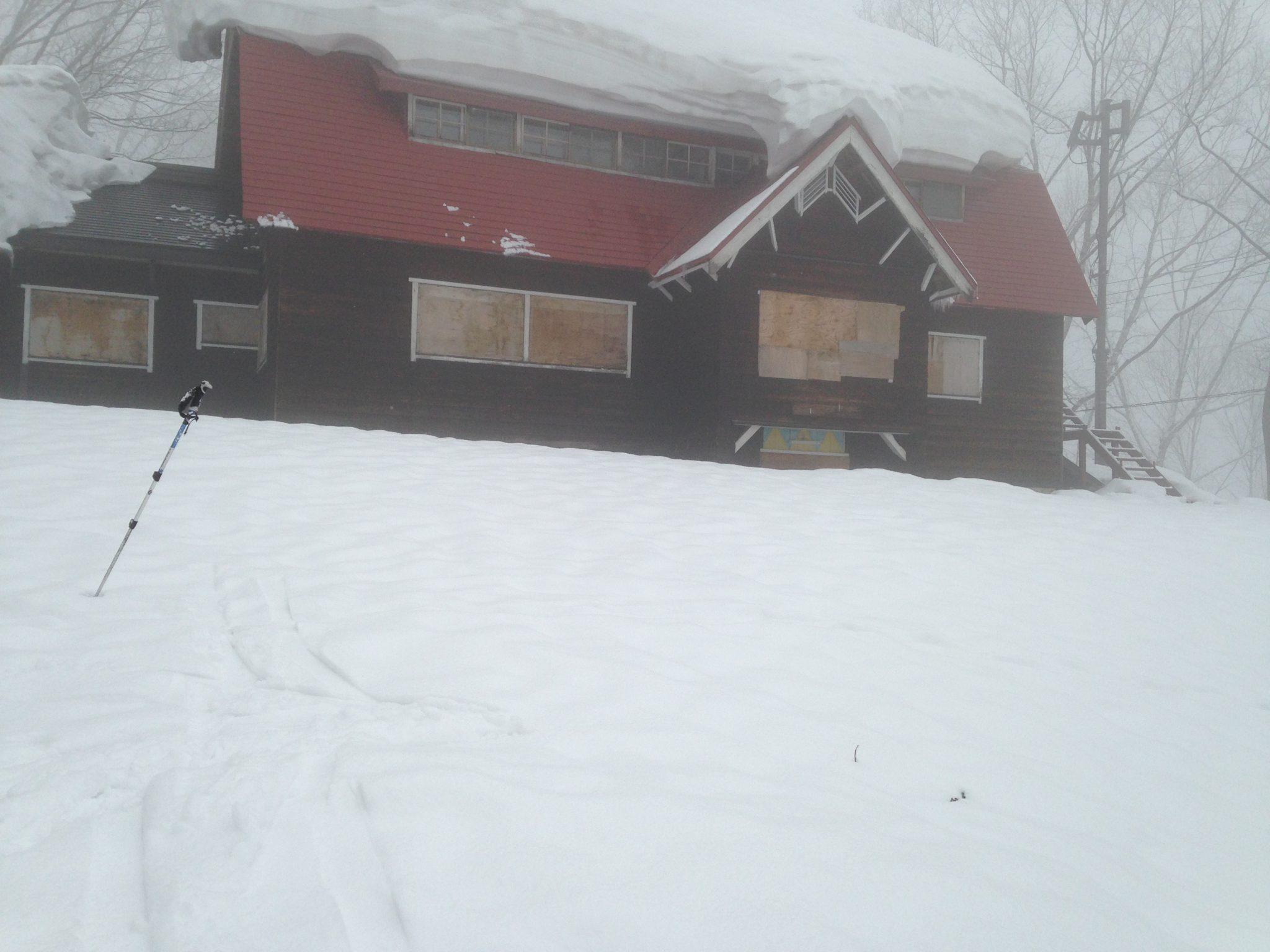 猿倉山荘 今年は、まだまだ雪が多い