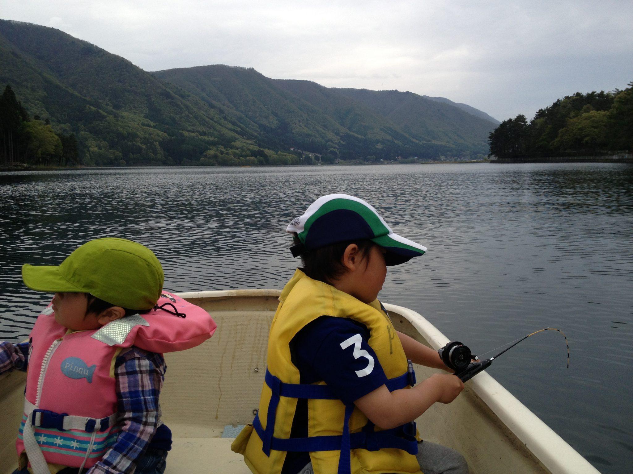 湖でのんびりワカサギ釣りー