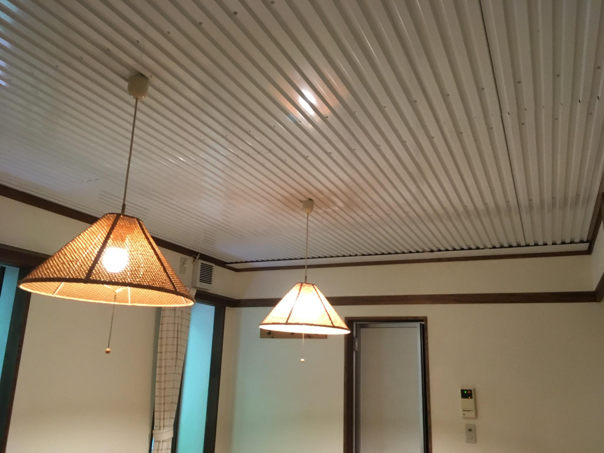 天井に冷たい川の水流してまーす。